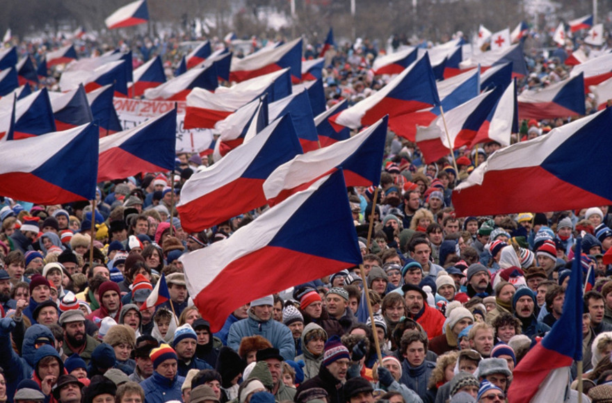Taking stock of democracy 30 years after the fall of communism   Radio Prague International