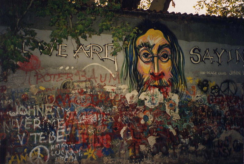 Lennon Wall in 1993, photo: Infrogmation, CC BY-SA 2.0 Generic