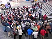 An der ersten Stadtführung nahmen 200 Besucher teil
