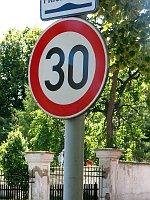 Zulässige Höchstgeschwindigkeit - Nejvyšší povolená rychlost (Foto: Štěpánka Budková)