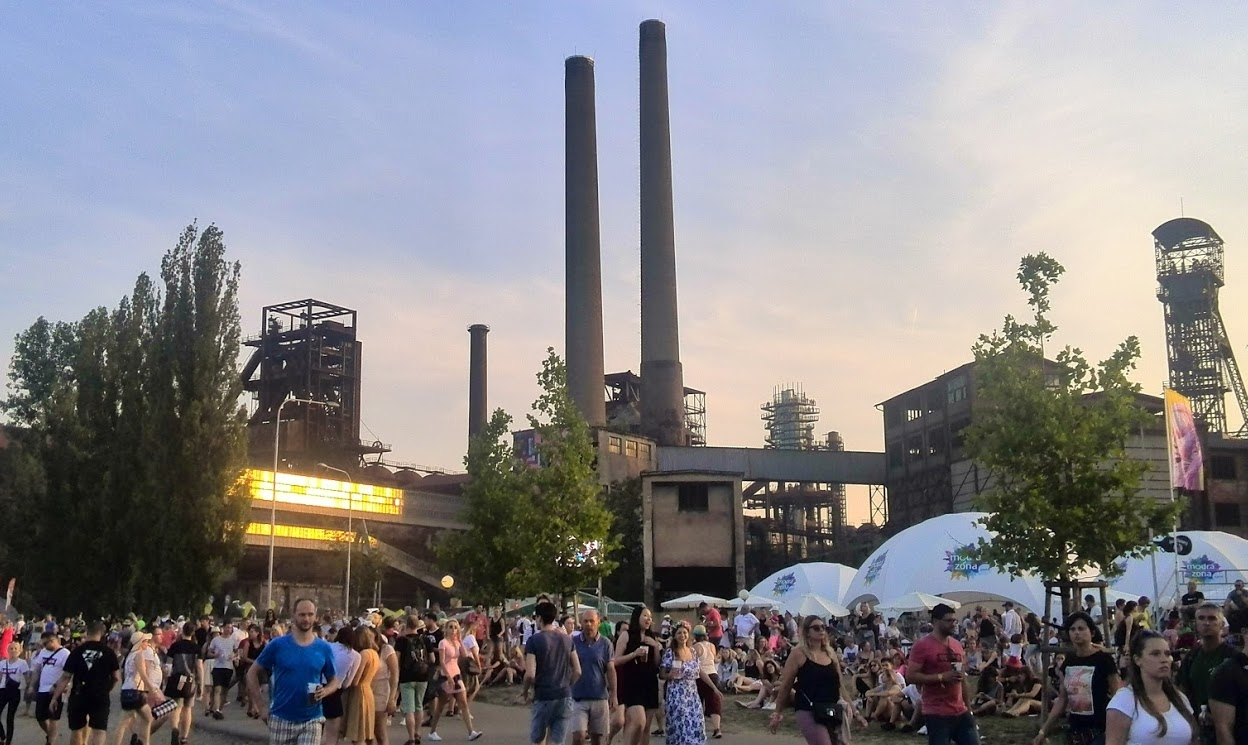 Eclective music festival Colours of Ostrava kicks off, The Cure among headliners | Radio Prague