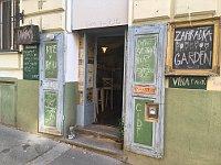 Kafe v kufru on Moravská St., photo: Ian Willoughby