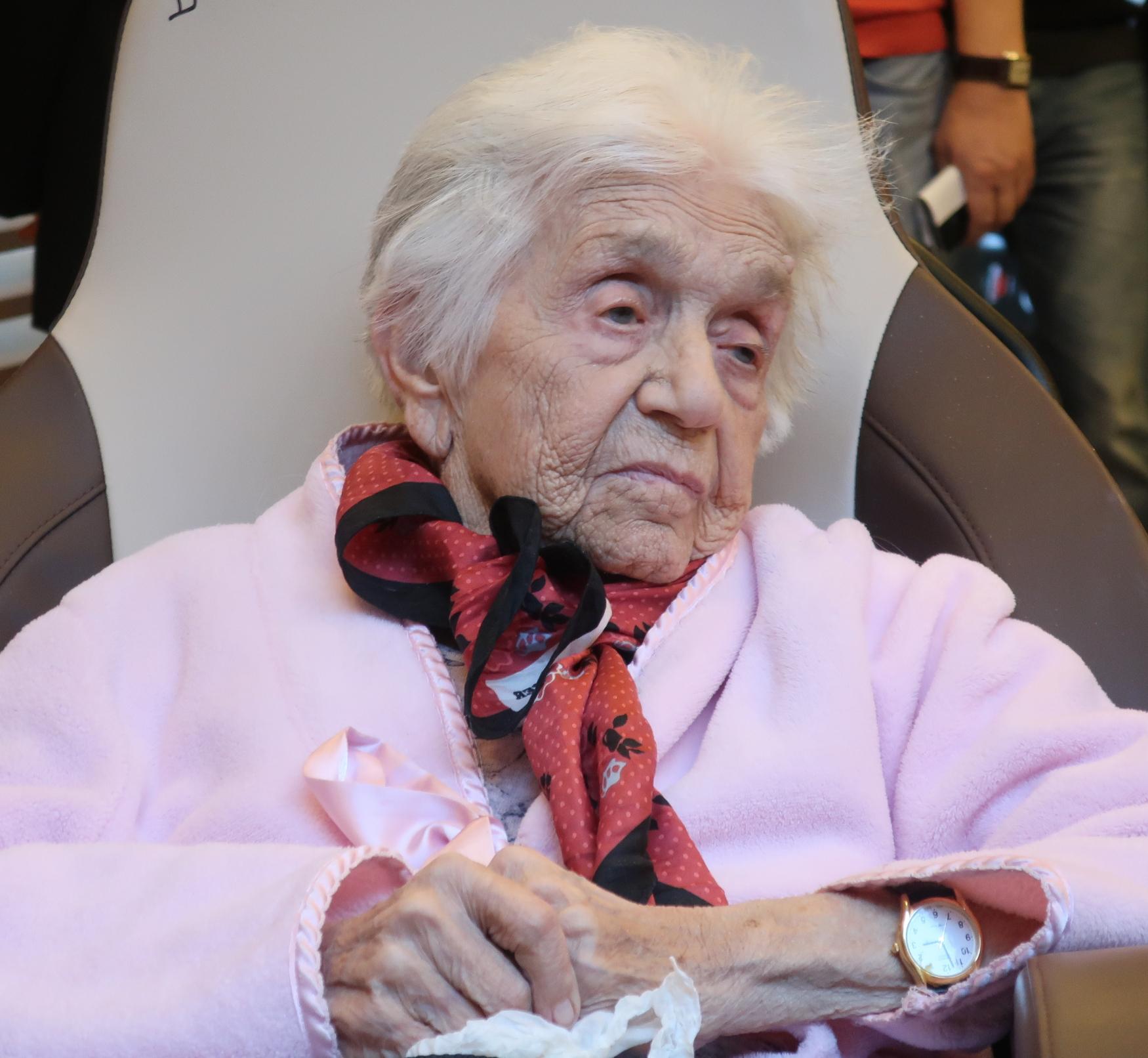 Czech Holocaust survivor Lisa Miková, 98, awarded Germany's highest honour   Radio Prague International