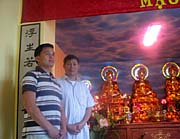 Vu Linh Ngoc (left) in the temple, photo: Jan Richter