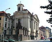 Iglesia de los santos Cirilo y Metodio en la calle Resslova en Praga