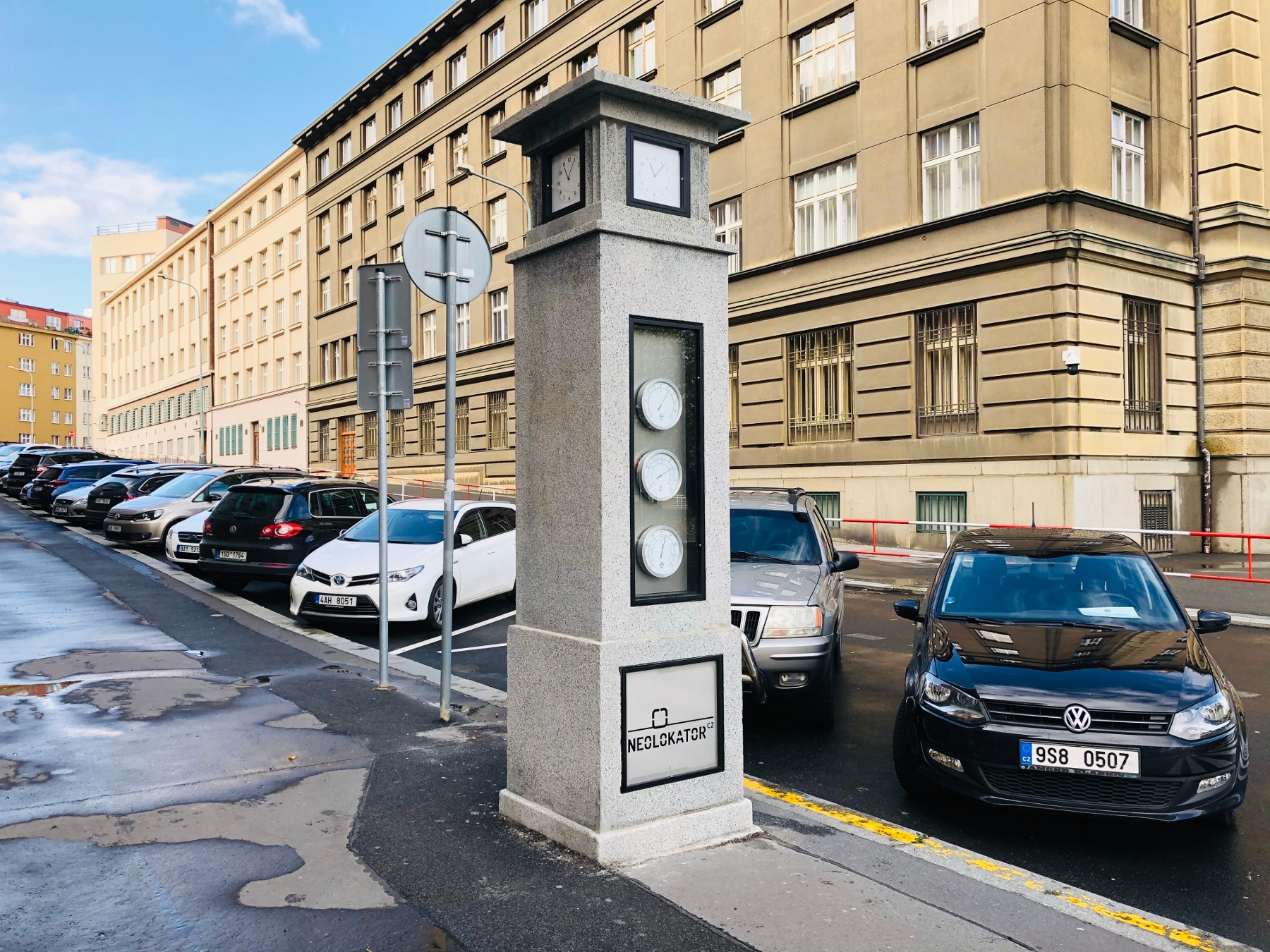 Century-old Prague meteorological column restored to former glory | Radio Prague International