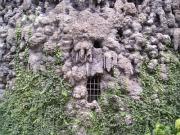 Krápníková stěna ve Valdštejnské zahradě