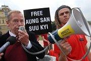 Václav Havel au fête de l'anniversaire d'Aung San Suu Kyi, photo: www.clovekvtisni.cz