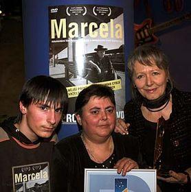 Režisérka Helena Třeštíková (vpravo) ahlavní protagonisté filmu Marcela Havrlandová se synem Tomášem, foto: ČTK