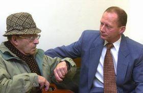 Karel Vaš se svým právním zástupcem Čestmírem Kubalem, Foto: ČTK