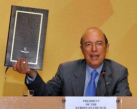 Primer ministro de Grecia, Kostas Simitis presenta la Constitución Europea, foto: CTK