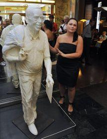 La estatua de Václav Havel y Barbora Daušová, foto: ČTK
