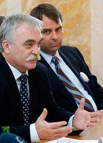 Ministro de Industria y Comercio, Milan Urban (a la izquierda) y el director de Ahold Central Europe, Jacquot Boelen (Foto: CTK)