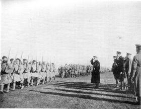 Александр  Колчак принимает парад (1919), Фото: открытый источник