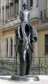 Памятник писателю Кафке, Ярослава Роны
