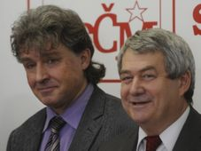 Les communistes Jiří Dolejš et Vojtěch Filip, photo: CTK