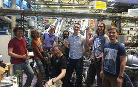 Tým českých vědců vberlínském synchrotronu BESSY II, foto: archiv Ústavu anorganické chemie abiochemie Akademie věd ČR