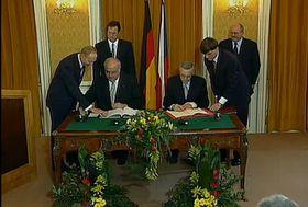 Deutsch-Tschechische Erklärung - Česko-německá deklarace (Foto: Tschechisches Fernsehen)