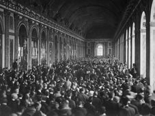 Signature du traité à la galerie des Glaces, château de Versailles, photo: US National Archives, public domain