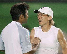 Martina Navratilova con Leander Paes, Foto: CTK