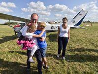 Roman Kramařík is greeted by his family after the flight, photo: ČTK/Vít Šimánek