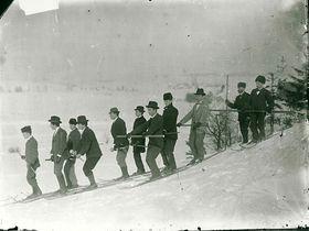Lyžaři využívali zasněžené novoměstské pláně, foto: archiv Horáckého muzea