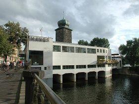 La Galería Mánes y la torre renacentista