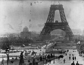 La construction de la tour Eiffel en 1888