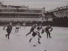 "Eishockeymatch in 1931 im Eisstadion ""Štvanice"""