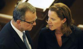 El ministro de Finanzas Miroslav Kalousek y Karolína Peake, foto: ČTK