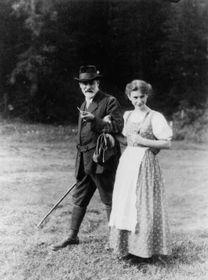 Sigmund und Anna Freud (Foto: Wikimedia Commons Free Domain)