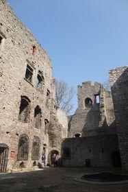 Parte interior de las ruinas del castillo de Hukvaldy