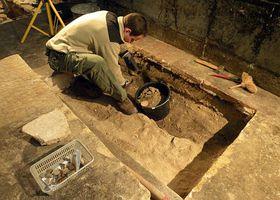 Die Ausgrabungen in der Prager Kastulus-Kirche (Foto: Barbora Kmentová)