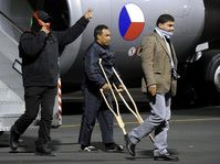 Injured Libyans arrive at Prague's Kbely airport, photo: CTK