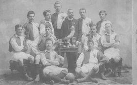 Slavia Prag 1903 (Jan Košek ganz rechts). Foto: Archiv SK Slavia Prag