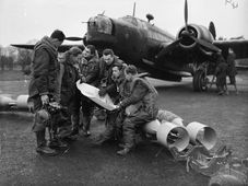 A bomber crew of No. 311 (Czechoslovak) Squadron RAF, photo: Public Domain