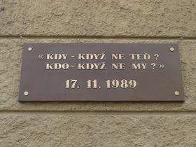 Gedenktafel in Albertov (Foto: Chmee2, CC BY-SA 2.5)