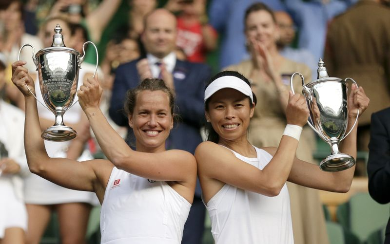 Barbora Strýcová y Su-Wei Hsieh, foto: ČTK / AP Photo / Tim Ireland