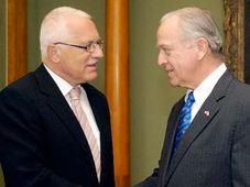 Präsident Vaclav Klaus (links) und William Cabaniss, foto: CTK