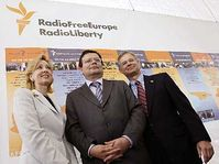 De izquierda: Colleen Graffy, Alexandr Vondra y Richard Graber (Foto: CTK)