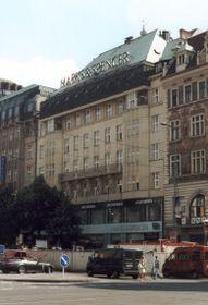 Gebäude des Melantrich-Verlags mit dem bekannten Balkon (Foto: Martin Šanda, Wikimedia Commons, CC BY-SA 3.0)