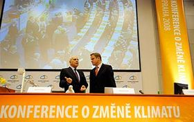 Comisario europeo Stavros Dimas y el ministro Martin Bursík (Foto: CTK)