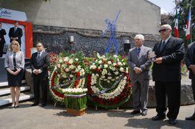 Pavel Hořešovský (vpravo) převzal vminulosti medaili vmexických Lidicích, foto: archiv Edny Gómez Ruiz