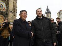 Kche Wen-če y Zdeněk Hřib, foto: ČTK/Ondřej Deml