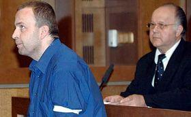 Petr Zelenka y su abogado Jan Herout (Foto: CTK)
