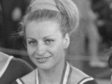 Vera Cáslavská con sus medallas