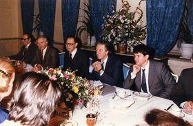 Frühstück der Dissidenten mit François Mitterrand in der französischen Botschaft (Foto: Archiv der französischen Botschaft in Prag)