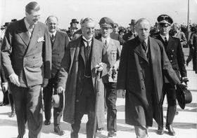 Neville Chamberlain et Joachim von Ribbentrop, photo: Bundesarchiv, Bild 183-H12486, CC BY-SA 3.0