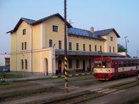 Eisenbahnstrecke von Prag nach Kladno (Foto: ŠJů, Wikimedia Commons, CC BY-SA 3.0)