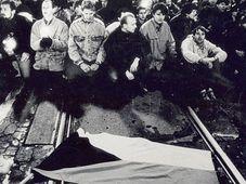 Студенты на Национальном проспекте, 17 ноября 1989 г. (Фото: Архив Карлова Университета)